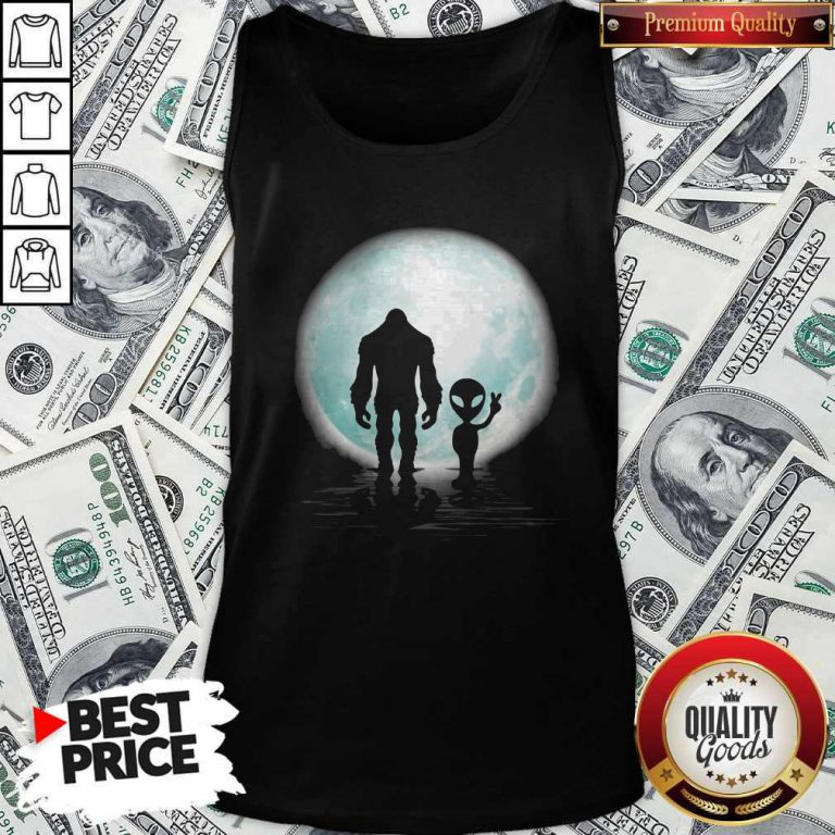 Awesome Bigfoot And Alier The Moon Tank Top