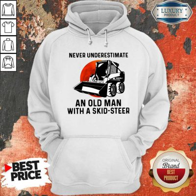 Top Never Underestimate An Old Man With A Skid Steer Hoodie