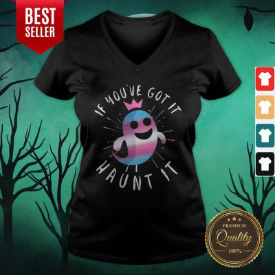 Cute Transgender Ghost Funny Halloween Pun Trans Pride Quote V-neck