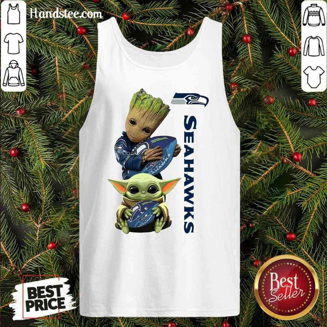 Good Baby Groot And Baby Yoda Hug Seahawks Tank-Top- Design By Handstee.com