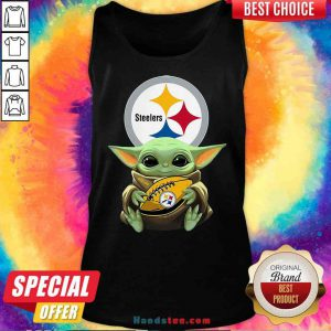 Pretty Star Wars Baby Yoda Hug Pittsburgh Steelers Tank-Top- Design By Proposetees.com