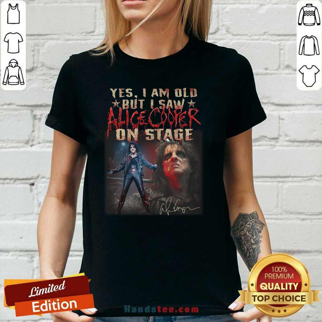 Amused Yes Saw 29 Alice Cooper On Stage V-neck - Design by Handstee.com