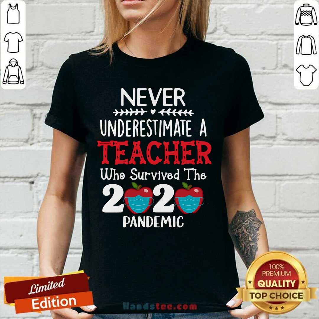 Awesome Never Underestimate A Teacher Who Survived The 2020 Pandemic V-neck - Design by handstee.com