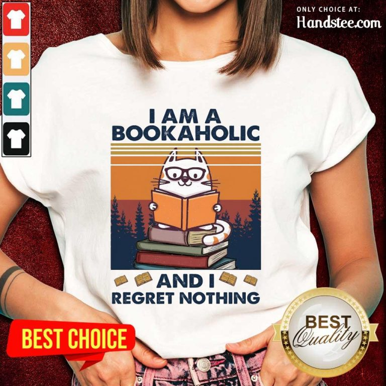 Ecstatic Cat I Am A Bookaholic Relaxed Ladies Tee