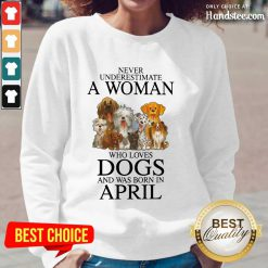Great April Never Underestimate A Woman Who Loves Dogs Long-Sleeved